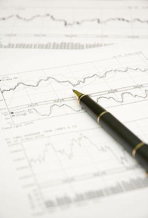 makelaardij: voorraad grafieken en pen Stockfoto