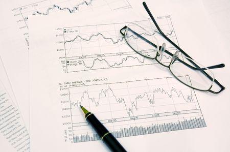 makelaardij: grafieken, pen en bril