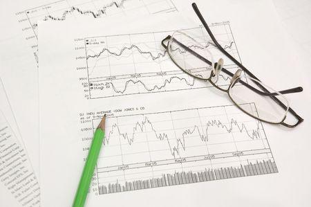 makelaardij: voorraad grafieken, potlood en glazen