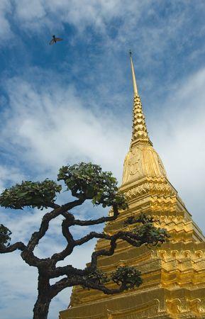 kaew: Golden stupa in Wat Phra Kaew, Bangkok Stock Photo
