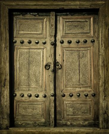 puertas antiguas: close-up de la antigua imagen de puertas