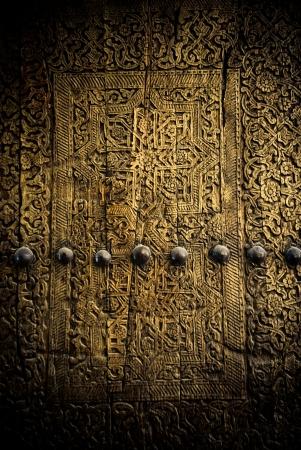 door bolt: cerca de la antigua imagen de las puertas Foto de archivo