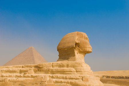 chephren: Sphinx and pyramids at Giza, Cairo