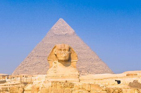 giza: Sphinx and pyramids at Giza, Cairo