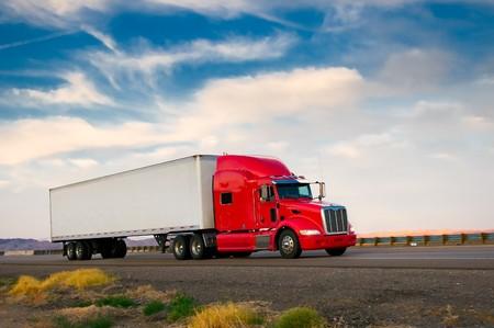 lorry: Red camion si muovono in una strada Archivio Fotografico