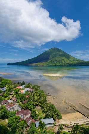 clinker: Gunung Api vulcano, isole Banda, Indonesia Archivio Fotografico
