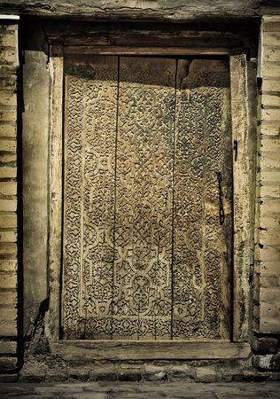 door bolt: primer plano la imagen de las antiguas puertas