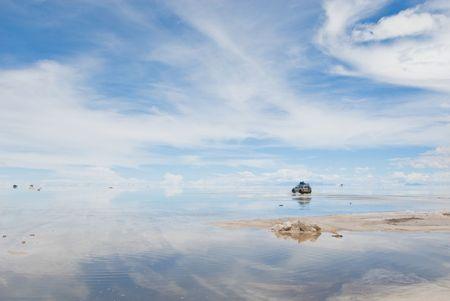 salar: jeep in the salt lake salar de uyuni, bolivia  Stock Photo