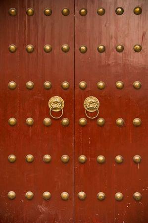 puertas viejas: antigua puerta chino Foto de archivo