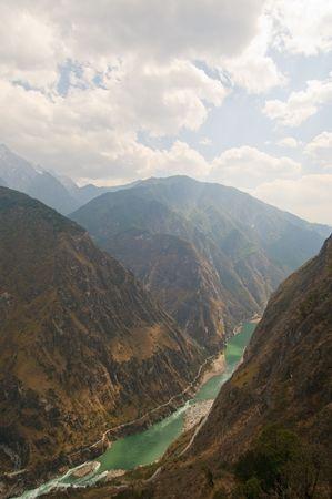 tiger leaping gorge, yunnan, china photo