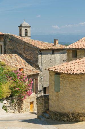 paisaje mediterraneo: calles de la ciudad provenzal Foto de archivo
