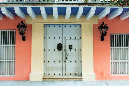 casa colonial: Puertas del edificio colonial de Cartagena de Indias, Colombia