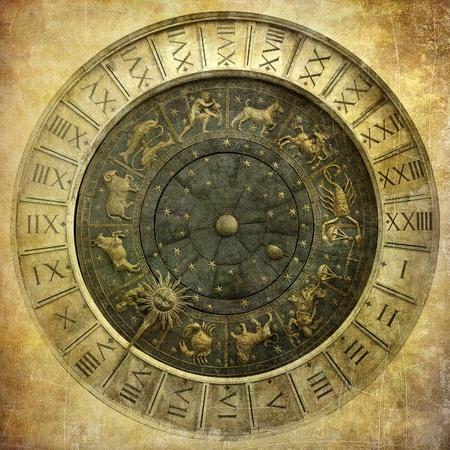 signes du zodiaque: Image de cru de l'horloge vénitienne Banque d'images