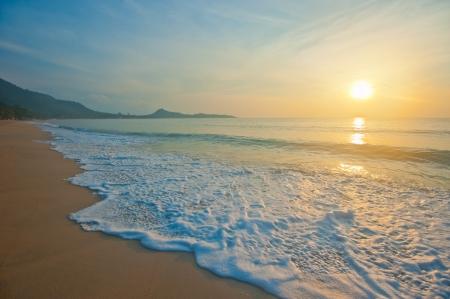 Tropisch strand bij zonsopgang Stockfoto