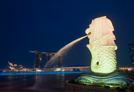 merlion: Merlion statue and Marina Bay sands hotel, Singapore