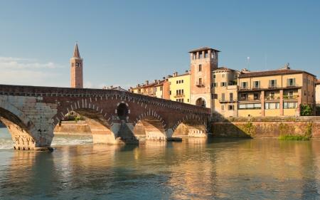 Ponte Pietra Brücke, Verona, Italien Standard-Bild