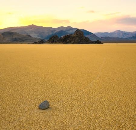 Segeln Steine ??in der Racetrack Playa, Death Valley, Kalifornien Standard-Bild