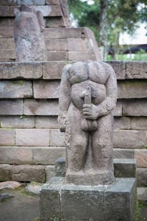 educacion sexual: Estatua en el templo Sukuh, Java, Indonesia Foto de archivo
