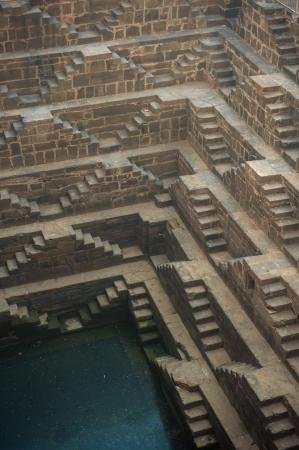 chand: Chand Baori, una de las cajas de escalera m?s profundos en la India Foto de archivo