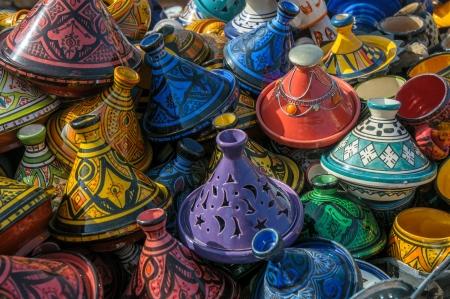 ollas de barro: Tajines en el mercado, Marruecos Foto de archivo