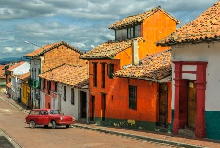 casa colonial: La Candelaria, el barrio hist�rico en el centro de Bogot�, Colombia Foto de archivo
