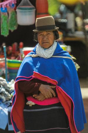 SILVIA, Popayan, Kolumbien - November 24: Guambiano indigenen Bevölkerung auf dem Markttag in Silvia Dorf am November 24, 2009 in Silvia, Popayan, Kolumbien Standard-Bild - 22330909