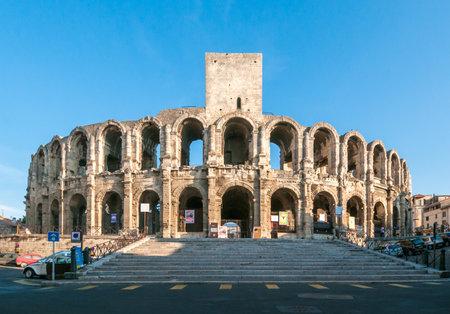 Das Amphitheater von Arles, römische Arena in Französisch Stadt Arles Standard-Bild - 22494178