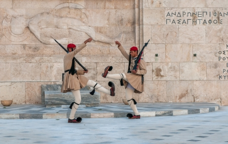 tomb of the unknown soldier: ATHENES, GREECE - March, 01: Evzones changing the guard at the Tomb of the Unknown Soldier in Athenes on March, 01, 2010 Editorial