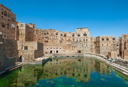 cisterna: Cisterna de agua en el pueblo tradicional Hababah, Yemen