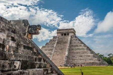 El Castillo oder Tempel der Kukulkan-Pyramide, Chichen Itza, Yucatan, Mexiko Standard-Bild - 24174074