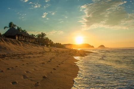 Zipolite Strand bei Sonnenaufgang, Mexiko Standard-Bild - 25441658
