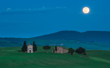 Scenic tuscan view, Cappella della Madonna di Vitaleta photo