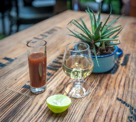テキーラ、sangrita とライム - ドリンク メキシコ スタイルのショット 写真素材