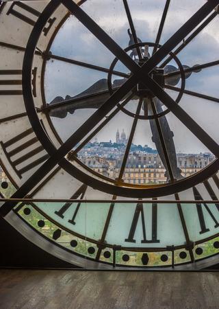 sacre coeur: Horloge dans le musée d'Orsay, Paris