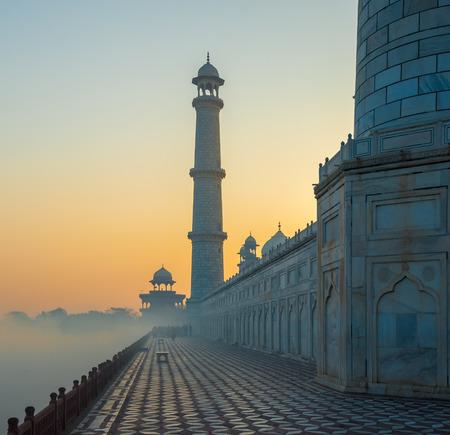 日の出、アーグラのタージ ・ マハル 写真素材
