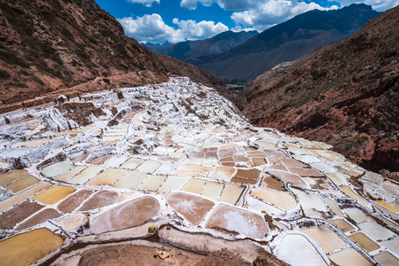 sal: Salinas de Maras, minas de sal artificiales cerca de Cusco, Perú
