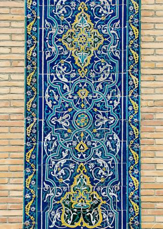 Mit Ziegeln gedeckter Hintergrund mit orientalischen Ornamenten Standard-Bild - 49672177