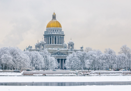 Saint Isaac's Cathedral in winter, Saint Petersburg, Russia 스톡 콘텐츠