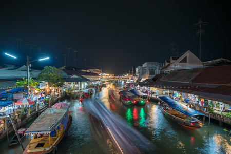 Night lights of Amphawa floating market, Thailand Banque d'images
