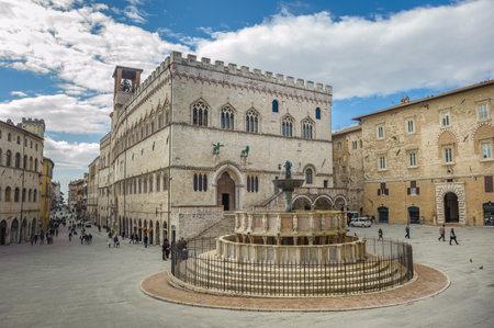 Fontana Maggiore auf der Piazza IV Novembre in Perugia, Umbrien, Italien Standard-Bild - 53871865