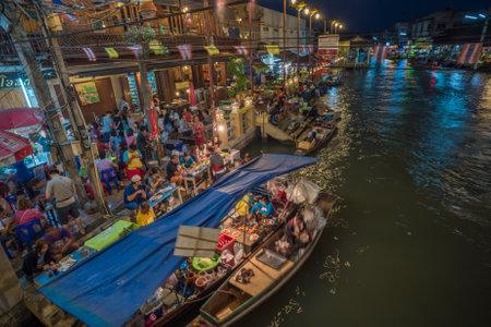 amphawa: AMPHAWA, THAILAND - January, 24, 2016: Food stalls at Amphawa floating market, Thailand
