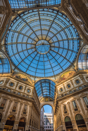 vittorio emanuele: Galleria Vittorio Emanuele II shopping arcade, Milan, Italy