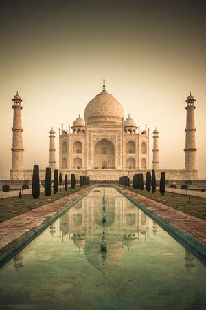 postcard: Añada la imagen del Taj Mahal en la salida del sol, Agra, India