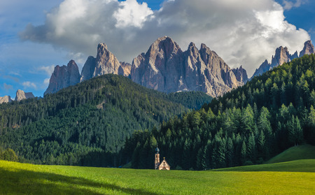 odle: St. John church in front of the Odle mountains, Funes Valley, Dolomites, Italy
