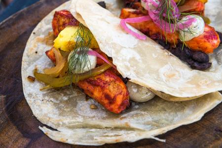 plato de pescado: Los tacos de pescado al pastor, auténtica cocina mexicana