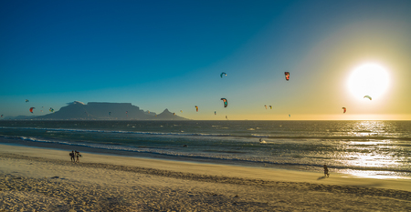 Kite surfers in Cape Town, South Africa. Imagens - 120646071