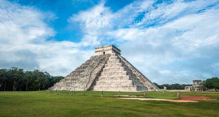 El Castillo ou Temple de la pyramide de Kukulkan, Chichen Itza, Yucatan, Mexique Banque d'images