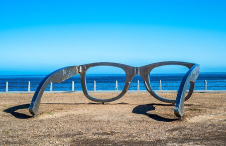 Sculpture of glasses at Cape Town waterfront, South Africa Foto de archivo