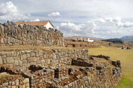 Ruinas incas - el patrimonio cultural peruano en Ands, Chinchero, Perú Foto de archivo - 2595863
