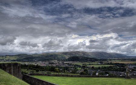 gothic castle: Viejo castillo g�tico en scotland altiplano - turismo y la historia